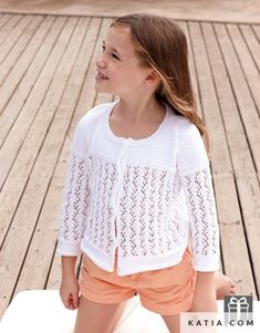 Free Knitting Pattern for a Girls Lace Cardigan. Skill Level: Intermediate Sizes: 8 and 10 year olds Girls cardigan knitting pattern with lace stitch. Baby Knitting Patterns, Baby Cardigan Knitting Pattern, Hoodie Pattern, Knitting For Kids, Easy Knitting, Toddler Cardigan, Cardigan Bebe, Lace Cardigan, Girls Sweaters