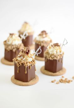 Sprinkle Bakes: Butter Toffee Candy Bar Shots in Edible Chocolate Shot Glasses add some Yolo Rum Gold to make them even yummier Mini Desserts, Plated Desserts, Just Desserts, Delicious Desserts, Shot Glass Desserts, Chocolate Shot Glasses, Chocolate Shots, Chocolate Desserts, Chocolate Butter