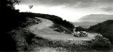 Jacques Henri Lartigue (bibi et michele verly dans on amilcar route du revard,  mai 1928)