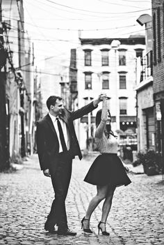 The Hoboken Bride: Styling {Your Engagement Photos} with Tiffany Piñero | HobokenGirl.com