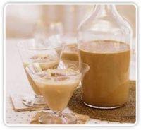 Christmas cream liqueur made with dulce de leche Homemade Baileys, Homemade Irish Cream, Homemade Wine, Baileys Irish Cream, Bbc Good Food Recipes, Cooking Recipes, Cake Pops, Goody Recipe, Cream Liqueur