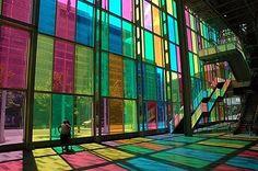 façade en verre colorée