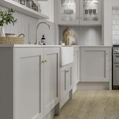 Brass Kitchen Handles, White Shaker Kitchen Cabinets, Kitchen Cupboard Doors, Kitchen Cabinet Styles, Kitchen Hardware, Modern Shaker Kitchen, Shaker Style Kitchens, Modern Country Kitchens, Grey Kitchens