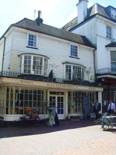On the Pantiles Tunbridge Wells, Around The Worlds, England, Cottage, Mansions, House Styles, Home, Mansion Houses, Ad Home