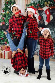 Christmas Tree And Fireplace, Christmas Tree With Gifts, Christmas Night, Family Christmas, Christmas Humor, Xmas, Christmas Photography Backdrops, Christmas Backdrops, Holiday Photos