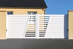 Modern Front Gate Design, Home Gate Design, Fence Wall Design, Gate Designs Modern, Grill Gate Design, House Main Gates Design, Steel Gate Design, Balcony Railing Design, Iron Gate Design