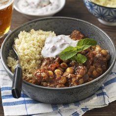Lammgryta med kikärtor och yoghurtsås Yoghurt, Chana Masala, Hummus, Curry, Ethnic Recipes, Food, Bulgur, Curries, Essen