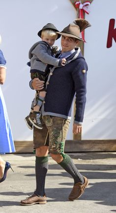 Herr Lahm and son FC Bayern Oktoberfest 2015 Traditional German Clothing, Traditional Dresses, Philipp Lahm, German Outfit, German Boys, Men In Heels, Dirndl Dress, Cool Outfits, Fashion Outfits