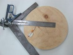 Use a framing square and a combination square, clamped together to find the center of our circle........D.