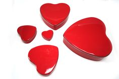 Custom tins| red heart tin cases| metal gift tins| wedding favors cases| metal gift containers from Tinpak http://www.tinpak.us/Hearttinbox.shtml