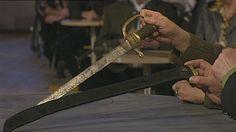 Hirschfänger Im 18. Jahrhundert entstanden  Hirschfänger um 1760, kleine Jagdwaffe mit Stichblatt, die Form des Ornaments deutet auf das Rokoko hin