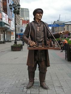 Памятник коробейнику. Екатеринбург. Россия.