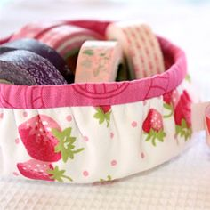 Grab some of your favorite leftover fabric and create a Gathered Round Basket or several. Once you learn how to make a basket liner, you'll find these are quite addicting to make. They're reversible and useful for organizing craft supplies and everyd Sewing Hacks, Sewing Tutorials, Sewing Crafts, Sewing Projects, Bag Tutorials, Craft Projects, Fabric Basket Tutorial, Purse Tutorial, Costura Diy