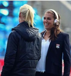 Alex Morgan Is The Best Universe Usa Soccer Team, Good Soccer Players, Football Soccer, Morgan Usa, Alex Morgan, How To Run Longer, Canada Goose Jackets, Girlfriends, Rain Jacket