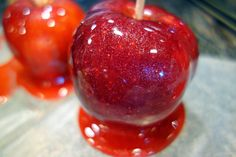 Jolly Rancher Candy Apples *see other recipe @ getting wax off so candy will stick* mz Apple Recipes, Fall Recipes, Holiday Recipes, Holiday Ideas, Caramel Candy, Caramel Apples, Halloween Food For Party, Halloween Treats, Halloween Candy Apples