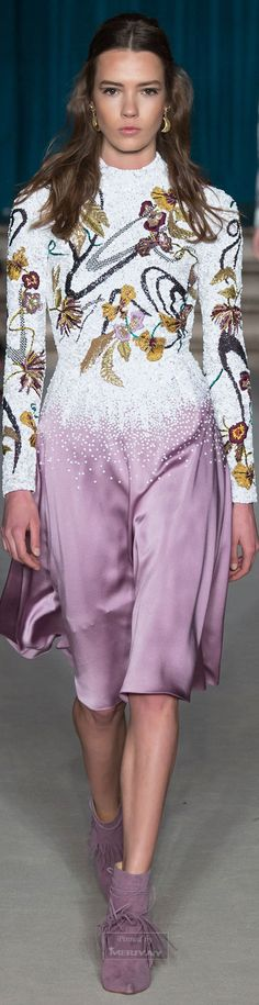 Matthew Williamson Fall/Winter 2015 Collection Fashion Week: La Mode by GV Miao's Top 5 Favorite Looks Fashion 2018, Runway Fashion, High Fashion, Fashion Show, Womens Fashion, Fashion Trends, London Fashion, Floral Fashion, Fashion Weeks