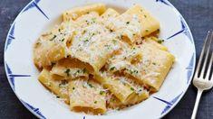 Paccheri med fire oster er den tradisjonelle måten å lage mac'n cheese på. Italian Soup Recipes, Italian Dishes, Gino's Italian, Italian Sauces, Gino D'acampo Recipes, Pizza Recipes, Beef Dishes, Pasta Dishes, Authentic Pizza Recipe