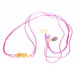 Nuestro Collar Rosa Rino puede utilizarse tambien de pulsera!   ¿Que os parece la idea?