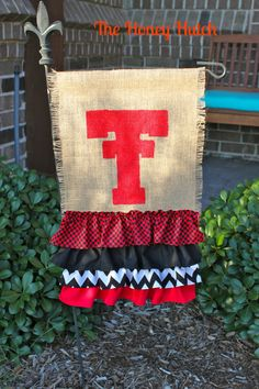 beRedRaider ~ Ŧ Texas Tech Red Raiders ~ Ŧ Garden Flag ~ {DIY} Fabric = Burlap, Check, Chevron & Solid Scarlet & Black