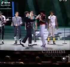 Freddie Mercury Michael Jackson, Michael Jackson Live, Michael Jackson Wallpaper, Mike Jackson, Jackson Family, Michael Song, Beautiful Soul, Black Girl Magic, Concert
