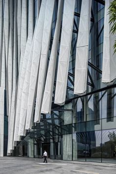 The project is primarily an office building, which is distinctive in that it hosts a shared space downstairs for office-use. Roof Cladding, Cladding Systems, Parking Building, Building Facade, Building Skin, Mall Facade, Facade House, Facade Design, Exterior Design