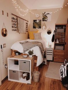 dream rooms for adults ; dream rooms for women ; dream rooms for couples ; dream rooms for adults bedrooms ; dream rooms for girls teenagers College Bedroom Decor, Room Ideas Bedroom, Bedroom Themes, Diy Bedroom, Bedroom Colors, Budget Bedroom, Bedroom Rustic, Bedroom Furniture, Bedroom Inspo