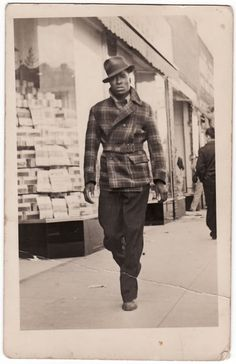 100 Years of African American vintage photography from the end of slavery in the to the Black Power Movement of the and beyond. Mode Masculine, Sharp Dressed Man, Well Dressed Men, Ode An Die Freude, Americana Vintage, Vintage Outfits, Vintage Fashion, 1940s Mens Fashion, Men's Fashion