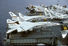 The North American Vigilante was a carrier-based supersonic bomber designed and built by North American Aviation for the United States Navy. Its service in the nuclear strike role to replace the Douglas Skywarrior was very short; Us Navy Aircraft, Us Military Aircraft, Military Jets, Flight Deck, Aircraft Pictures, Navy Ships, United States Navy, Aircraft Carrier, Rare Photos