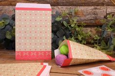 Χάρτινα Σακουλάκια PI4441-6  Χάρτινα σακουλάκια σε vintage ύφος, ιδανικά για το candy buffet. Γεμίστε τα σακουλάκια με γλυκά και δώρα για μικρούς και μεγάλους! Συνδυάστε τα σακουλάκια με αντίστοιχα καλαμάκια, χαρτοπετσέτες, καρτελάκια, πιατάκια και ποτηράκια για να δώσετε ένα ζωηρό και χαρούμενο ύφος στις εκδηλώσεις σας. Gift Wrapping, Gifts, Vintage, Gift Wrapping Paper, Presents, Wrapping Gifts, Gift Packaging, Vintage Comics, Gifs