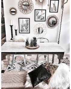 BLACK and WHITE BOHEMIAN dining room. Elements eclectic furniture pieces - table with spooled legs, industrial Tolix chair, wooden bench collections on display - mirrors, frames & candle holders layered rugs lots of pillows lots of patterns & textures. Decoration Inspiration, Interior Design Inspiration, Cosy Room, Home And Deco, Fashion Room, Bohemian Decor, White Bohemian, Entryway Decor, Home And Living