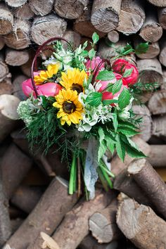 Rustic sunflower wedding bouquet inspiration. How stunning would this be for a rustic summer wedding?