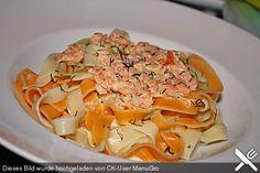 Bandnudeln mit Honig - Senf - Sauce und Räucherlachs