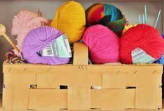 Eine Auflistunge der besten online Quellen für kostenlose Strickmuster und Häkelanleitungen. Lana, Diy Crochet And Knitting, Knitting Patterns Free, Crochet Afghans, Free Knitting, Free Crochet, Simple Knitting, Crochet Hats, Crochet Patterns