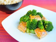 HE_5-Ingredient-Salmon-Broccoli-Stir-Fry_s4x3.jpg.rend.sni18col