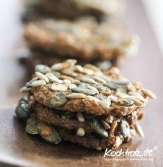 Low-Carb-Cracker herzhaft, mehlfrei und vegan | kochtrotz - Rezepte für Gluten-Unverträglichkeit, Fructose-Intoleranz, Laktose-Intoleranz, Histamin-Intoleranz, Zöliakie, Sorbit-Intoleranz, jetzt auch vegan und sojafrei
