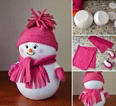 Este boneco de neve rosinha é também muito fácil,de realizar: só é necessário dias bolas de esferovite e um pouco de feltro.