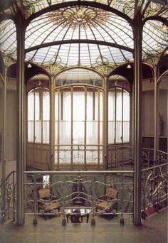 De achthoekige trappenhal van Hotel Van Eetvelde, ontworpen in 1895 door Victor Horta.