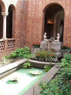 University of Oregon Art Museum Atrium by Krista Belle, via Flickr