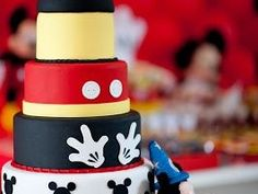 Image via Mickey Mouse Birthday Cakes and cupcakes Image via Disney Halloween Wedding Cakes to Sink Your Teeth Into Image via Mickey Mouse cake Image via Minnie and Mickey Mickey Mouse Birthday Decorations, Theme Mickey, Mickey Mouse Birthday Cake, Mickey Mouse Parties, Mickey Party, Disney Parties, Cupcake Mickey, Bolo Do Mickey Mouse, Mickey Cakes