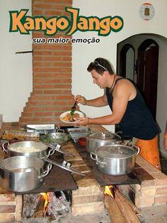 """Meu Fogão a Lenha!"": MAIS DE 80 FOTOS DE FOGÃO A LENHA DE TODOS OS LUGARES DO BRASIL Cooking Stove, Fire Cooking, Stove Oven, Outdoor Cooking, Outdoor Wood Burner, Outdoor Stove, Mexican Kitchen Decor, Mexican Kitchens, Brick Bbq"