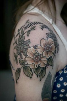 Awesome Shoulder Tattoo Designs - Shop Beo - Floral-Tattoo-On-Shoulder-Cap Awesome Shoulder Tattoo Designs - Shoulder Cap Tattoo, Cool Shoulder Tattoos, Shoulder Tats, Nature Tattoos, Body Art Tattoos, Sleeve Tattoos, Tatoos, Tatoo Art, Make Tattoo