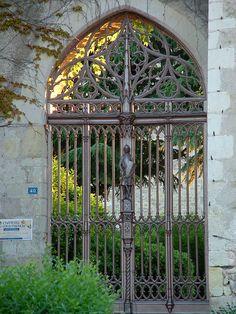 La porte de la forteresse de Montrésor