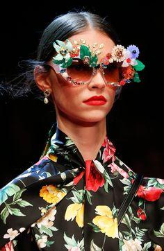 Dolce & Gabbana apostou no bom humor e desenvolveu acessórios pra lá de diferentões. O QUEM Inspira listou os 10 óculos mais marcantes da apresentação.