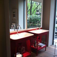 Яркая консоль для ванной MORPHING от #Zucchetti_kos для серого Петербурга.  Множество вариантов цветов и комбинаций.  #smalta #smaltaitaliandesign #coffeeproject #coffeeandproject #furniturestyle #interiordesign #design #tile #красивопрактично #домалучше #стильнаяванная #смеситель #душ #comfort #bath #bestdesign #интерьер #плитка #ванная #дизайн #уют #идеидлядома #дом #дача #дизайн_интерьера #ремонт #homeidea #designinspiration #luxury