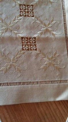 Hardanger Embroidery, Embroidery Stitches, Hand Embroidery, Cut Work, Bargello, Knitting Needles, Blackwork, Needlework, Diy And Crafts