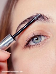 Boy Brow: the best way to groom your brows. An eyebrow filler that fluffs, thickens, and shapes brow hairs with a flexible pomade formula that is never dry or flaky. - At Glossier Cosmetics Eyebrow Shaper, Eyebrow Tinting, Eyebrow Wax, Eyebrow Makeup, Face Makeup, Diy Beauty, Beauty Skin, Beauty Hacks, Beauty Tips