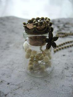Ketten lang - Fläschchen mit echten Trockenblumen - ein Designerstück von MissNelly bei DaWanda
