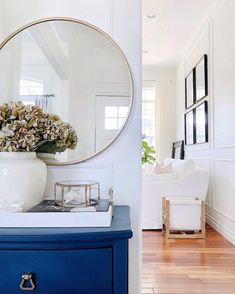 Easy decorating ideas for the entryway, living room and home - jane at home - entryway decor - living room decor Blue Fall Decor, Fall Home Decor, Home Decor Trends, White Decor, Spring Home, Autumn Home, Porch Decorating, Decorating Your Home, Decorating Ideas