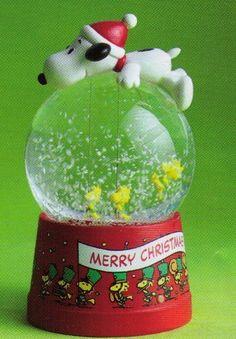 Hallmark Christmas XKT3006 Snoopy Balloon with Woodstock Snow Globe by Unknown, http://www.amazon.com/dp/B005W4Y30M/ref=cm_sw_r_pi_dp_nuSRpb0K9323C