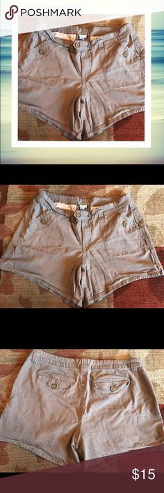 🌷NEW FOR SPRING🌷Plus-Size Khaki Shorts I can't explain why these are so flattering! They have a touch of stretch and a great fit. Buttons on the pockets and a double-buttoned closure. 98% cotton 2% spandex. Stored in a smoke and pet free home. Check out my closet - BOGO 15% off! Lane Bryant Shorts Cargos